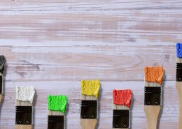 wood coating in different colours on brushes